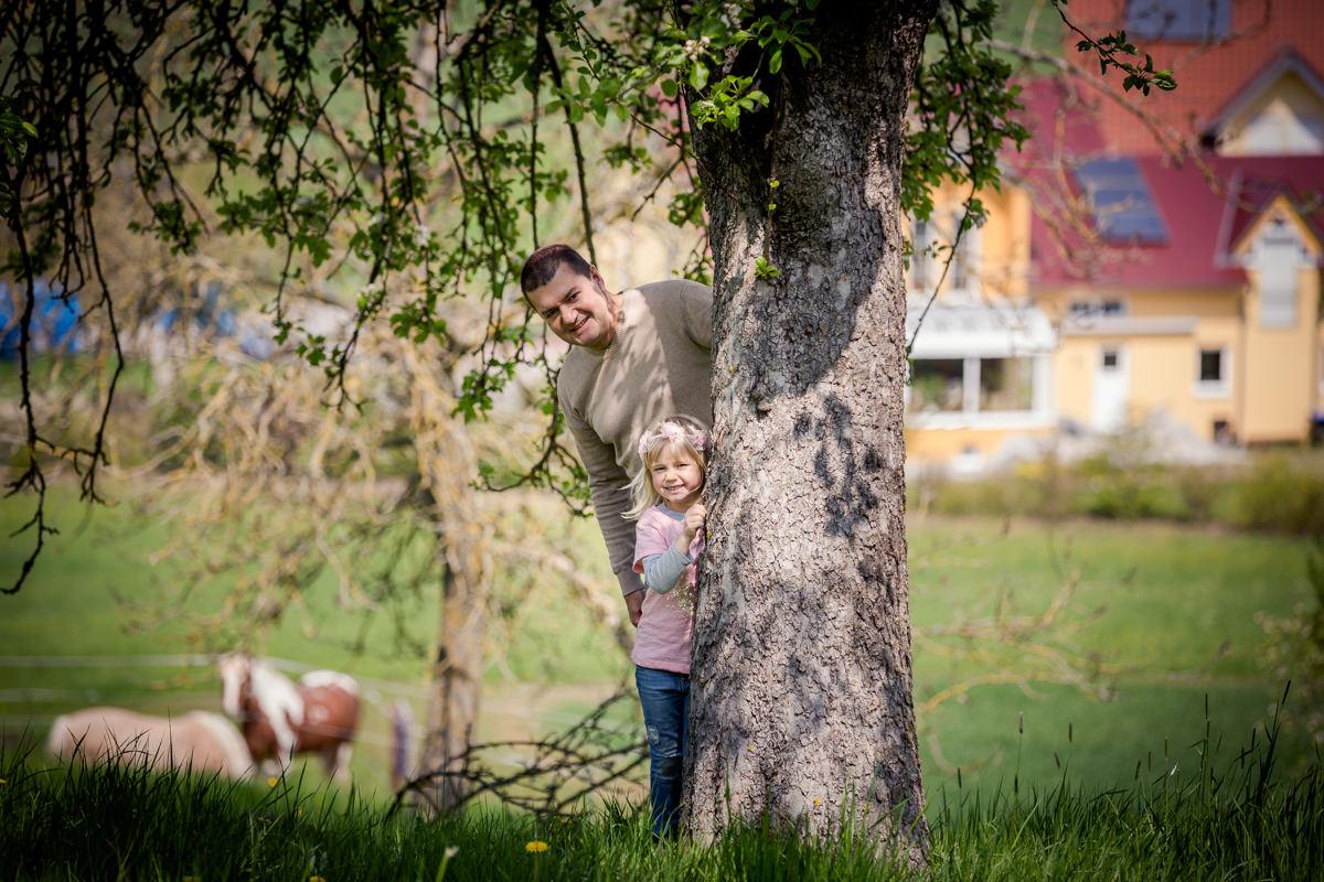 People - Familienshooting im Garten, Kaisten bei Wasserlosen, Portraitfotografin Daggi Binder, maizucker
