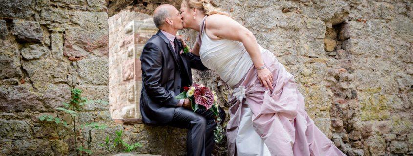 Hochzeit - Standesamtliche Trauung von Regina und Dieter auf der Trimburg, Hochzeitsfotograf Unterfranken, Hochzeitsfotos Hammelburg, maizucker wedding