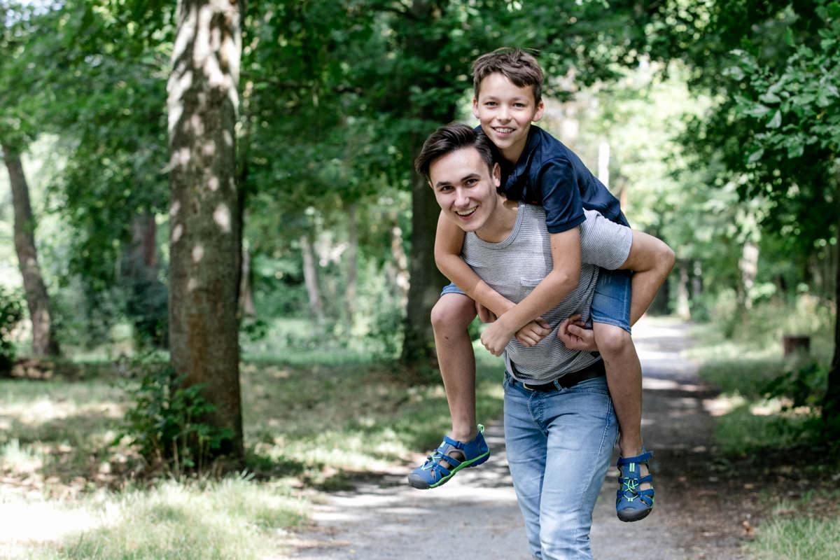 Outdoor Geschwistershooting, Geschwisterfotos, Geschwister Fotoshooting, Familie, Familienfotos, Geschwisterbilder, Gerolzhofen, maizucker