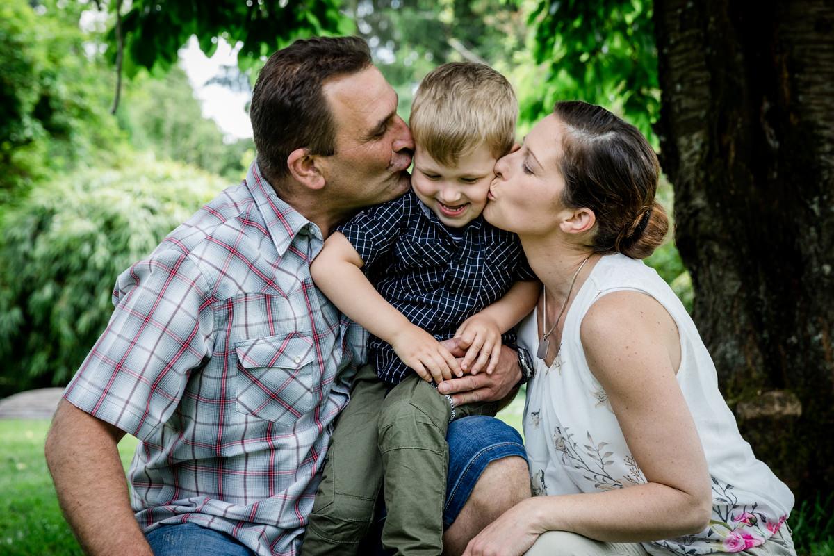 Fotogutschein, Familienshooting, Schraudenbach, Familienbilder, Familienfotoshooting, Gutschein zum Geburtstag, 4 Generationen, Daggi Binder, Fotografin, maizucker